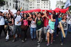 Desde que el Ejecutivo promulgó la 'Ley Juvenil', pasó un mes y una semana, cinco marchas, una más fuerte que la otra, mucha represión; gritos, cánticos, detenidos, heridos; remezón en la bancada nacionalista, congresistas oportunistas. ¿El saldo final? Una juventud empoderada, una ley derogada, un Gobierno y un Congreso que tuvieron que aceptar el clamor popular. ¿Qué viene el día después de la derogada #LeyPulpín? Cronología de una derogatoria anunciada.