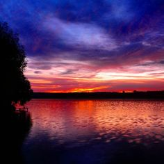 Repost @rmtank  Sunset  #sunset #sky #clouds #lake #river #water #reflection #coast #skyscape #landscape #nature #beautiful #view #horizon #skyline #igers #igmasters #instasky #instagood #colors #red #skylovers #cloudlovers #skyporn #cloudporn #sunsetporn #sunsetlovers #naturelovers #followme #bestsunrisesunset by bestsunrisesunset