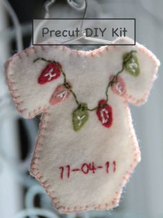 Cute idea for baby's first Christmas. SD - or to make/order now for then. I buy Christmas ornaments ever year for my grandsons. When they are decorating their first Christmas tree, they will have a good collection with, hopefully, good memories. Baby Crafts, Christmas Projects, Felt Crafts, Holiday Crafts, Holiday Fun, Felt Projects, Christmas Ideas, Diy Projects, Felt Christmas Ornaments