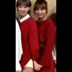 'I'll never let you goI'll hold onto your hand until the end. Forever and ever' Jeongmo is here guys!Ouh jeong still grab momo hand back after she let goOmooo! My eyesSweetest couple. Roommate forever! . #jeongmo #jeong #momoring #returnofsuperman #sohui #TWICE #트와이스 #TT #티티 #ONCE #원스 #지효 #jihyo #나연 #nayeon #정연 #jeongyeon #모모 #momo #사나 #sana #미나 #mina #재영 #chaeyoung #쯔위 #tzuyu #다현 #dahyun @roommatez_couple
