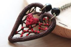 Broken heart necklace Heart tree branch with broken heart, polymer clay necklace, Valentine Day jewelry por Seasonoftheflowers