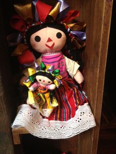 One of Mexico's most traditional toys are these dolls from Michoacán. they are called Marías Mexican Folk Art, Mexican Style, Mexican Heritage, Mexico Culture, Traditional Toys, Mexican Designs, Cancun Mexico, Hello Dolly, Aztec