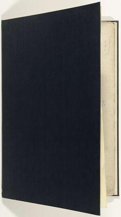Jan Roman (II) | Album met het prentwerk: Schouwtoneel van den oorlog, editie 17XX, Jan Roman (II), 1741 - 1769 | Prentwerk met de gebundelde reeks van met een titelpagina en 33 platen met voorstellingen (het merendeel verdeeld in 9 kleinere scènes) van gebeurtenissen uit de jaren 1700-1727 van de Spaanse Successieoorlog en de jaren daarna, kaarten en plattegronden. In een moderne band karton bekleed met zwart linnen. De editie is op het titelblad niet gedateerd, maar moet op basis van het…