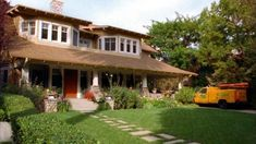 Love this house!  Yes, I know it's from Good Luck Charlie...but still a great style!