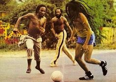 World Reggae Music : Bob Marley Playing Football (Soccer) On Old Hope Road [1979]