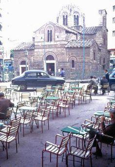 Η Αθήνα του 1960 μέσα από τις εκπληκτικές φωτογραφίες του φωτογράφου Ματ Μπάρετ | διαφορετικό Greece Pictures, Old Pictures, Old Photos, My Athens, Athens Greece, Good Old Times, Greek Life, Old City, Historical Photos