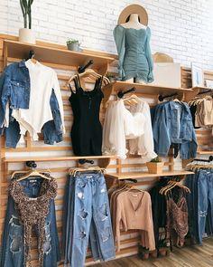 Clothing Boutique Interior, Boutique Interior Design, Boutique Decor, Fashion Boutique, Boutique Store Displays, Clothing Store Displays, Clothing Store Design, Fashion Store Design, Boutiques