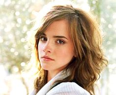 Harry Potter's Emma Watson has begun her classes at Oxford. Emma is a student at Brown University in Rhode Island but is studying at Oxford for a year abroad. Emma Watson Makeup, Emma Watson Hair, Cut My Hair, Her Hair, Hair Cuts, Celebrity Hairstyles, Cool Hairstyles, Good Hair Day, Celebrity Makeup