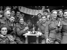Canadian soldiers enjoying a few drinks on Christmas Day at the front, Ortona, Italy, December 1943 Nagasaki, Hiroshima, Canadian Soldiers, Canadian Army, Canadian History, British Army, Fukushima, Luftwaffe, World History