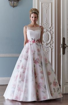 Ball Gown Wedding Dresses : A wonderful detailed flower gown from Sassi Holford - Wedding Lande Unusual Wedding Dresses, Wedding Dress Patterns, Dress Wedding, Wedding Pics, Wedding Venues, Wedding Unique, Perfect Wedding, Wedding Details, Wedding Ideas