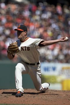 SAN FRANCISCO, CA - AUGUST 17: Javier Lopez #49 of the San Francisco Giants pitches against the Philadelphia Philliesduring the sixth inning at AT&T Park on August 17, 2014 in San Francisco, California. (Photo by Jason O. Watson/Getty Images)