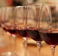 Cinco razones para disfrutar de una copa de vino tinto cada día