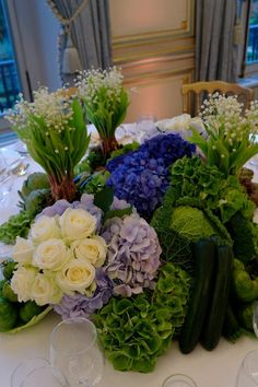 Beautiful centerpieces that would be perfect for a Spring wedding.