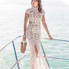 O vestido Belly Gerbera é um mix perfeito do poder dos recortes e das fendas, com o romantismo das rendas. #newcollection #fashion #spring2018 #averarafashion #newin #hotsummerlady #classicfashion #altoverao