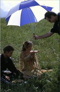 Star Wars Episode II Attack of the Clones behind the scenes Natalie Portman as Senator Padme Amidala and Hayden Christensen as Anakin Skywalker