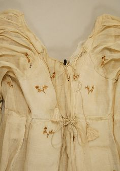 Detail of back bodice, c1810 French dress Met museum