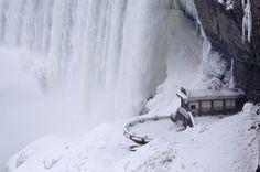 20 Spectacular Images of Frozen Niagara Falls