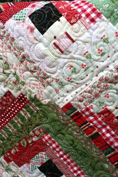 Sewn With Grace: Sewing Christmas. Log cabin Christmas quilt. Love the colors!
