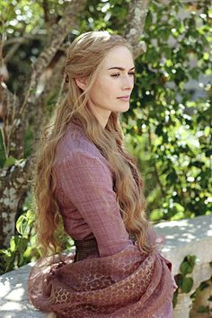 Cersei Lannister  love the pattern on the shawl - beehiveish