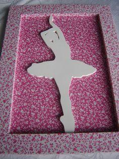 Quadro em mdf, forrado com tecido 100% algodão, impermeabilizado.  Bailarina em mdf, corte a laser, pintada com tinta PVA branca....