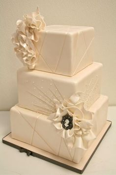 Pinner Wrote Modern Tiers With A Vintage Twist Wedding Cake