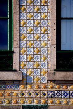 Azulejos e janelas - Porto,