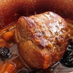 Mon astuce pour que mon rôti de porc reste fondant, c'est une pré-cuisson au court bouillon. Ainsi, votre rôti sera cuit et parfumé à coeur et la chair restera fondante et juteuse... C'est une technique ...