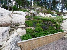 Återbesök i en trädgård - före/efterbilder Pergola, Villa, Hillside Landscaping, Uppsala, Garden Bridge, Stepping Stones, Sidewalk, Backyard, Outdoor Structures