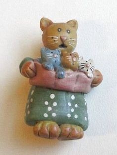 VTG-Brooch-Pin-Carved-Celluloid-Figural-3-Little-Kittens-Mother-Cat-Enamel-AWE41