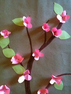 Fun to do ! Spring Crafts For Kids, Diy For Kids, Flower Crafts, Flower Art, Fabric Flowers, Paper Flowers, Diy Arts And Crafts, Diy Crafts, Puppet Crafts