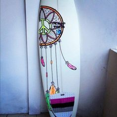 surf board art. dreamcatcher. i might just have to copy some of this