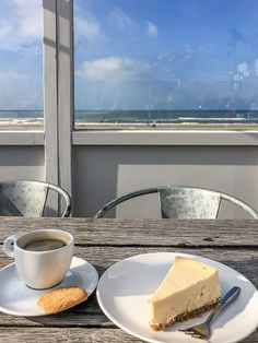 Egmond aan Zee – Hotel, Restaurant, Strandpaviljoen an der Nordsee im Herbst.