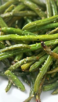 Oven Roasted Green Beans | A delicious way to prepare your green beans. The whole family will love it!