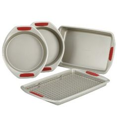 KitchenAid Gourmet Nonstick Bakeware Set with Red Anti-Slip Grips Red Kitchen Aid, Rooster Kitchen, Cherry Kitchen, Toy Kitchen, Kitchen Dining, Kitchen Stuff, Kitchen Tips, Dining Rooms, Kitchen Ideas