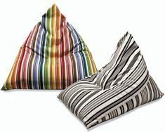 DIY : Puff triangular tipo Berlin go, muy facil con moldes Diy Puffs, Diy Bean Bag, Bean Bags, Diy Cushion, Toy Rooms, Floor Cushions, Soft Furnishings, Bean Bag Chair, Sewing Projects