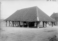 Halles Halle, Monuments, Gazebo, Photos, Outdoor Structures, Cabin, Architecture, House Styles, Black White