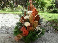 Landleben-Susanne Funeral Flowers, Flower Arrangements, Christmas Diy, Fruit, Spring, Creative, Floral Arrangements, Dried Flowers, Flowers For Funeral