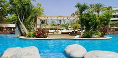 Visit the Conquistador, a trend-setting hotel located in Playa de las Américas, with direct access to the seafront promenade. Book your room now at this exclusive hotel. Conquistador, Hotel S, Outdoor Decor, Home Decor, Beach Hotels, Italian Restaurants, Honeymoons, Walks, Scenery