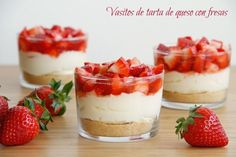 Vasitos de tarta de queso con fresas - MisThermorecetas Sweet Cooking, Easy Cooking, Cute Desserts, Delicious Desserts, Shot Glass Desserts, Baking Recipes, Dessert Recipes, Thermomix Desserts, Bread Machine Recipes