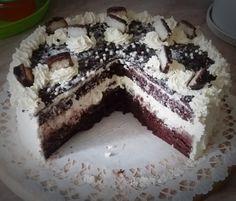 Bounty torta – avagy hogyan tudsz egy kis egzotikumot csalni a hétköznapokba? Egy kókuszos csokoládétmajszolvaezt könnyedén megteheted. Szeretnéd ezt a csodálatos ízélményt alkalmiöltözetbebújtatni? Készítsd el a méltán népszerű Bounty csoki ihlette fenséges Bounty tortát.  A Bounty torta különleges, nagyon csokis és nagyon kókuszos, bár igen kalóriagazdag, de nagyon-nagyon csábító. A torta csokis piskótája, lágy […] Tiramisu, Food And Drink, Pie, Ethnic Recipes, Cakes, Torte, Cake, Cake Makers, Fruit Cakes