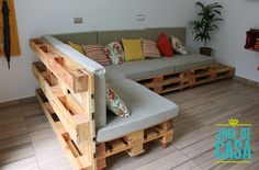 Easy And Unique Ideas For Wooden Pallet Projects Pallette Furniture, Diy Furniture Couch, Diy Sofa, Diy Pallet Furniture, Upcycled Furniture, Living Room Furniture, Furniture Sets, Furniture Design, Wooden Pallet Projects