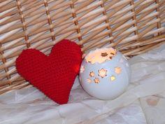 Srdce+++++++++Háčkované+srdíčko+pro+Vaši+lásku,+++++pro+přátelé+nebo+jako+dekorace+Srdíčko+jsem+háčkovala+přízí+Kačenka:+60%+bavlna,+40%+polyacryl,+plněno+dutým+vláknem.+rozměry+jsou+12+x+12+cm+Vyrobeno+v+prostředí+nekuřáckém+a+bez+domácích+mazlíčků.