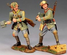 World War 1 German Army FW051 Grenadier set - Made by King and Country Military Miniatures and Models. Factory made, hand assembled, painted and boxed in a padded decorative box. Excellent gift for the enthusiast.