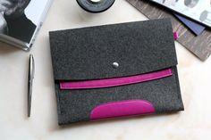 iPad 2. Dark Pink Leather & Dark Grey Wool Felt. by Albercoque €42,58