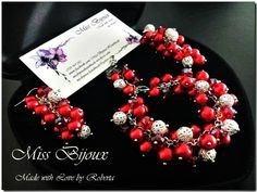 "Miss Bijoux - Handmade By Roberta - Set Bratara si Cercei ""Cluster Elegance - Rosu"" Ornament Wreath, Ornaments, Christmas Wreaths, Jewelery, Elegant, Holiday Decor, Cod, Jewerly, Bead"