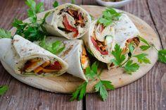 Lipii cu pasta de naut si legume la gratar1 Fresh Rolls, Food To Make, Tacos, Food And Drink, Mexican, Vegan, Ethnic Recipes, Salads