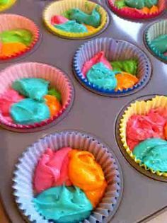 how to make rainbow cupcakes. My little niece love these colorful cupcakes. Maybe I'll make them orange pink and blue. Cupcakes Arc-en-ciel, Cupcake Cakes, Cup Cakes, Princess Cupcakes, Unicorn Cupcakes, Rainbow Cupcakes Recipe, Colored Cupcakes, Troll Cupcakes, Tie Dye Cupcakes