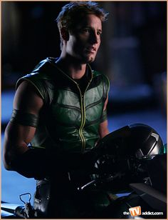 Justin Hartley, The green arrow {Oliver} on Smallville...HOT!!!!