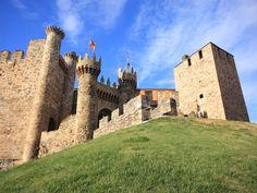 Castelo dos Templários ou Castelo do Templo (Ponferrada). Medieval, The Camino, Hidden Treasures, Pamplona, Countries Of The World, Madrid, Like4like, Louvre, Island