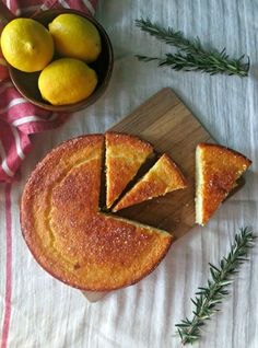 Lemon, Rosemary and Olive Oil Cake (Scarletscorchdroppers) I've got a very simple cake for you to try this weekend. It's the type of cake you can bake in a matter… Just Desserts, Delicious Desserts, Dessert Recipes, Yummy Food, Baking With Olive Oil, Chocolate Olive Oil Cake, Lemon Olive Oil Cake, Types Of Cakes, Brunch